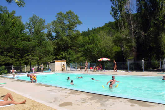 Camping la piboure a nice and shady camping site for Camping nyons piscine